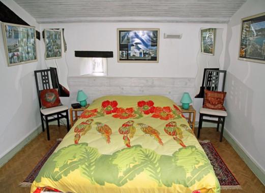 Le Lézard Bleu chambre Mykonos face au lit